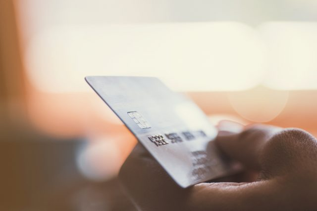 クレジットカードのリボ払いとカードローンはどう違う? 借り換えたほうが良い?
