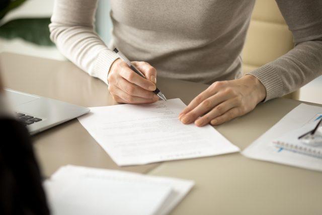 楽天銀行スーパーローン申込時の必要書類は? 提出方法や提出タイミングを解説