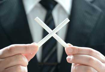 タバコを吸わないと保険料が30%も安くなる!?