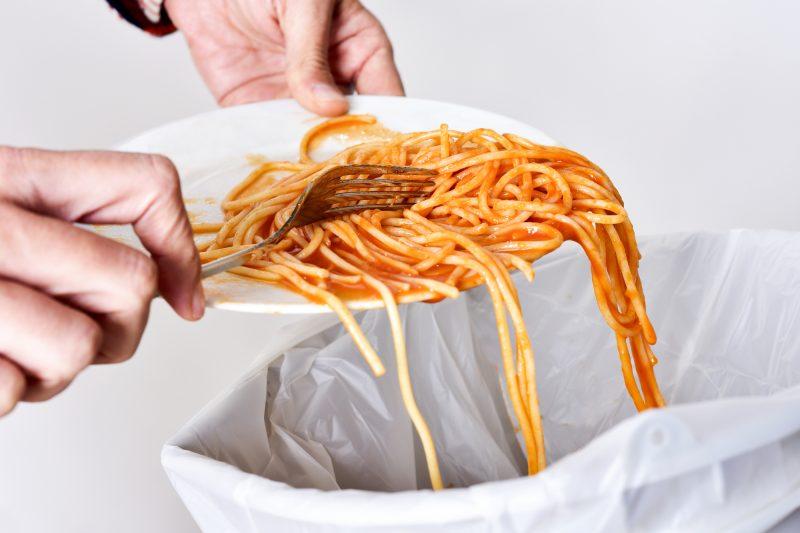 企業の食品ロス対策に新たな試み。スーパーでは「即食」が注目