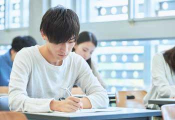 【予約奨学金とは】「予約採用」と「在学採用」の違いを解説