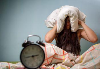 隣の部屋がうるさくて眠れない!慰謝料ってもらえるの?