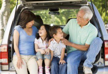 「親が70歳」 運転免許の自主返納をススメますか? しませんか?返納後の特典制度を知っていますか