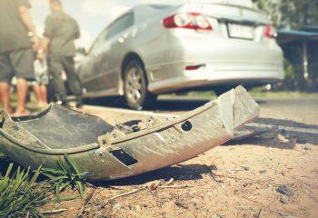 違法路上駐車の車の死角で交通事故に。駐車違反車にも責任を負ってもらえる?もらえない?