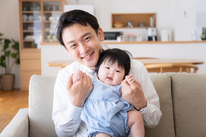 「パパ休暇」ってなに? 出産立ち合いは育休が使える? ママと子どもと自分のために、男性の育児休暇について知ろう