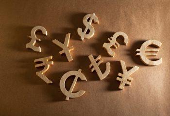 『外貨でボーナス運用しませんか?』 金融機関からの勧め。 外貨を持つなら知っておきたい4つのリスク
