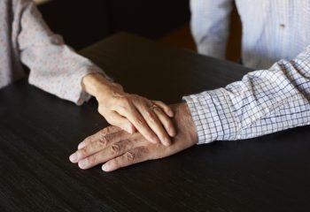 平均寿命のカラクリと年金の繰上げ受給について考える。前倒しで貰う代わりに減額か、本来の年齢で満額貰うのか。