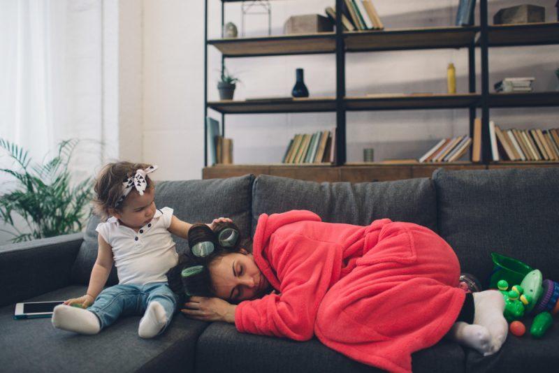 旦那様必見!日本のママは疲れてる?「子どもを育てながら働く」ことの難しさとは。