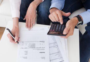 あなたはどっち?夫婦で家計管理タイプ VS どちらかが1人で家計管理タイプ