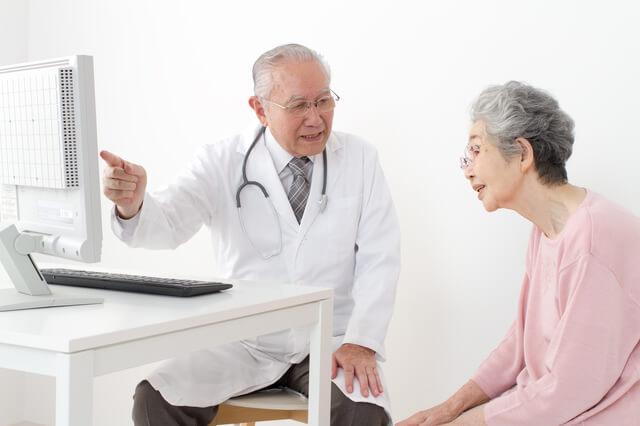 年々増加傾向にある医療費!とうとう国民所得の1割が医療費に消えることに!