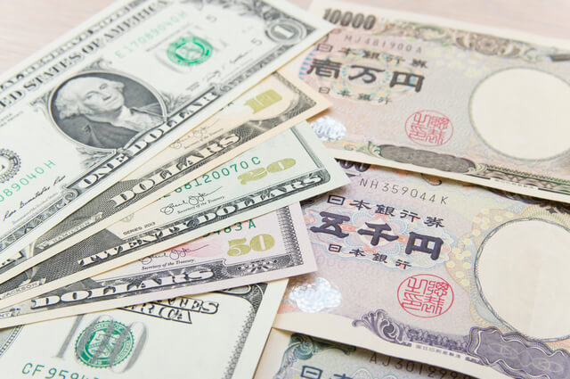 海外旅行がお得なのは、円安時期?円高時期?