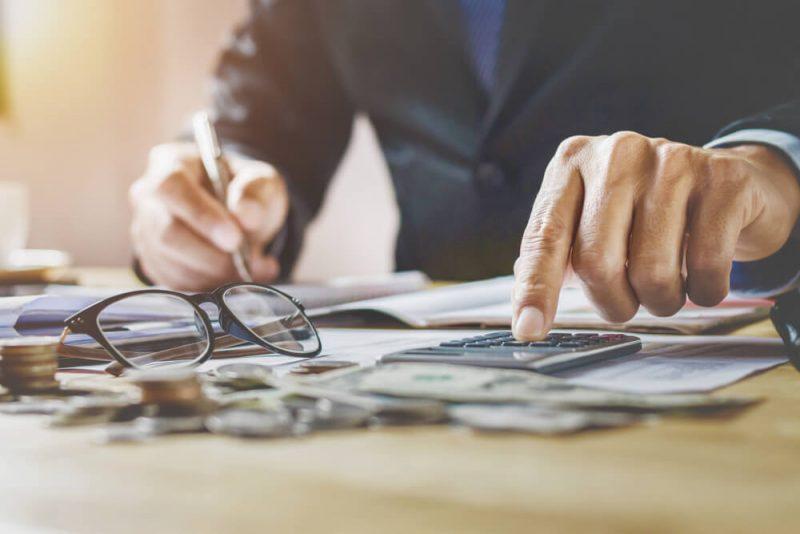 お金持ちは実は損している?年収における税金の割合とは?