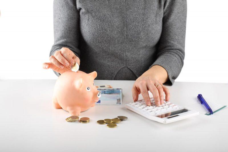お金が貯まる家計簿とは!?固定費の見直し方ポイントを徹底解説
