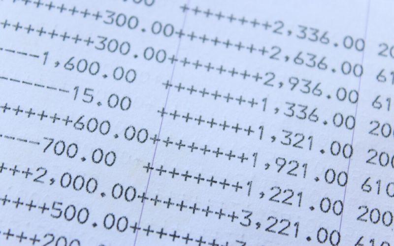 タンス預金は資産防衛策として万全か?そもそも現金を持つことの意味は?