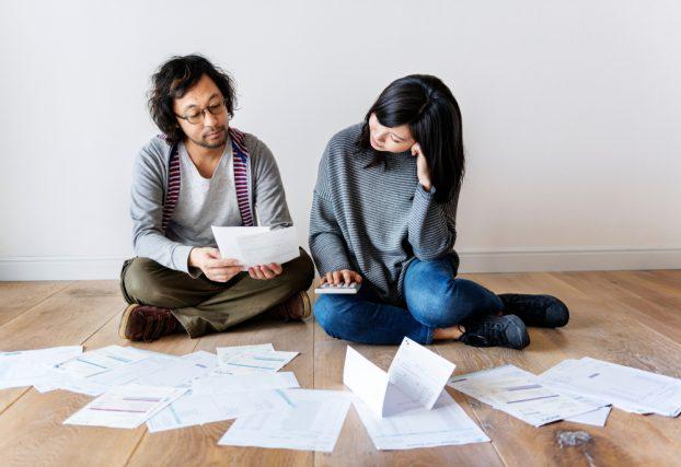 気になる隣の人の家計事情 みんなの世帯年収や負債はどれぐらい?