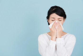 鼻はズルズル 花粉症対策に周りはいくら使っているのか調査してみた