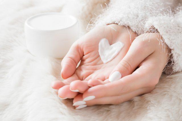 肌の乾燥に悩んでいる男女は70%  気になる乾燥対策と費用をチェック