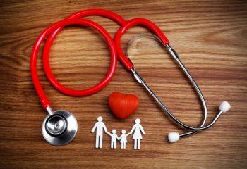 「健康保険」のしくみをおさらい!年齢や職業によって何が違う?