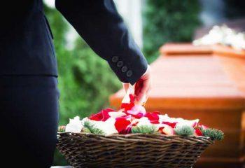 家族葬で知っておきたいデメリットとは?