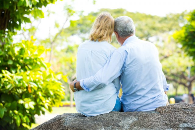 老後資金は早めに備える。「個人型確定拠出年金」のメリットと注意点