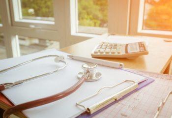 1日あたりの入院医療費は男性の方が高い?健康保険の給付実績からみる医療費