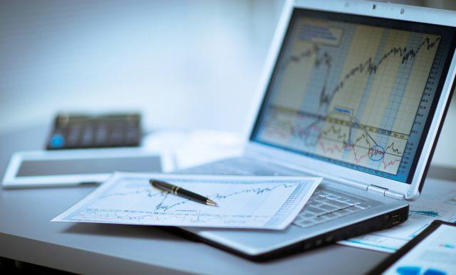 投資信託の報告書がいっぱい・チェックするべきポイントを解説