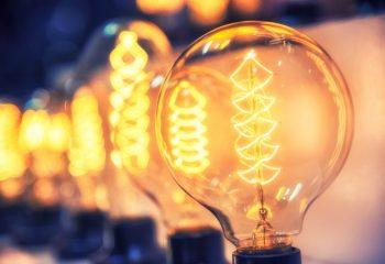 電力小売全面自由化から3年 悪徳商法に注意するべきワケ