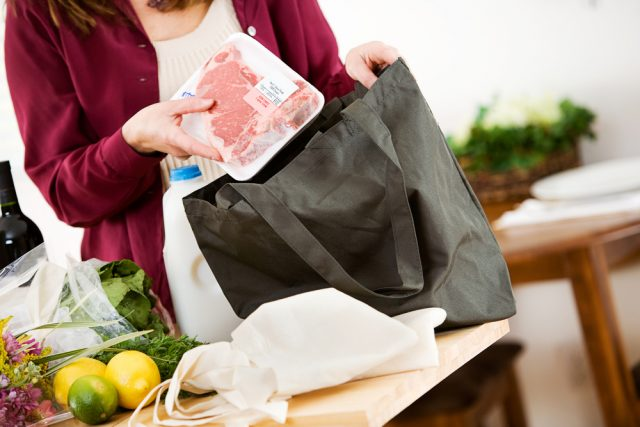 来年4月からレジ袋が有料化?マイバッグってどれくらいの人が使っているの?