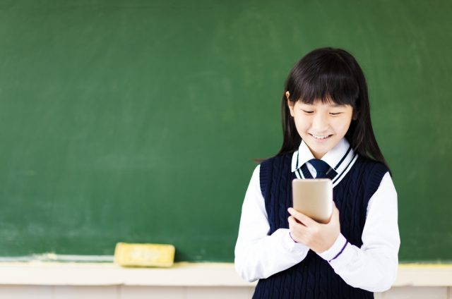 小学生からスマホを持たせるのは早すぎる?子供にスマホを持たせるのはいつから?