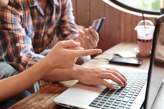 クレジットカードでの家計管理って実際のところどうなの? メリットとデメリットを解説