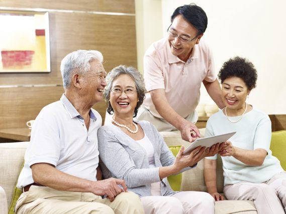 65歳以上の世帯の2割がネットでお買い物。孫出費もばかにならない?シニアの消費をみる