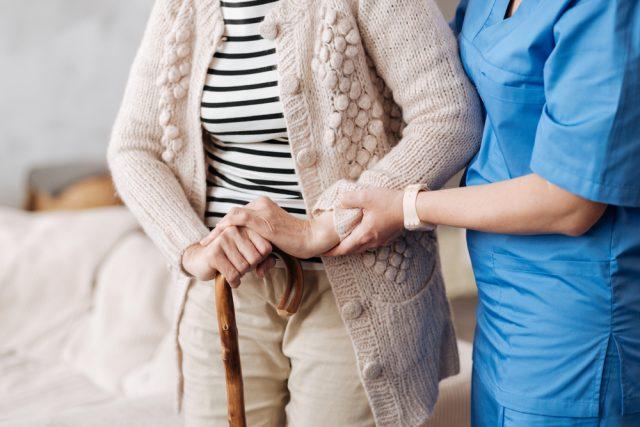 民間の介護保険は2種類ある!検討する前に押さえておきたいこと