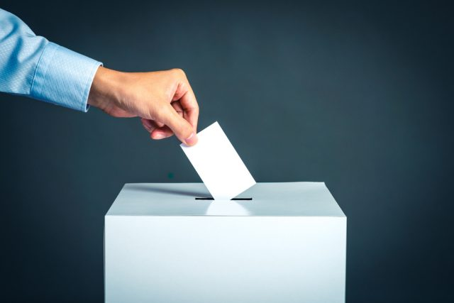 投票すれば割引?投票所で人々が「投票済証」をもらっていたワケ