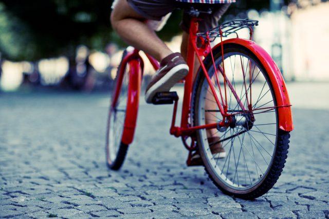 気軽に乗れる「自転車」の事故こそ要注意?片手運転で人と衝突…6000万円超の賠償事例も