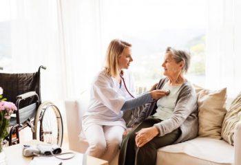 親の介護や自分の老後のこと。早めに親子で話し合い、将来に備えよう