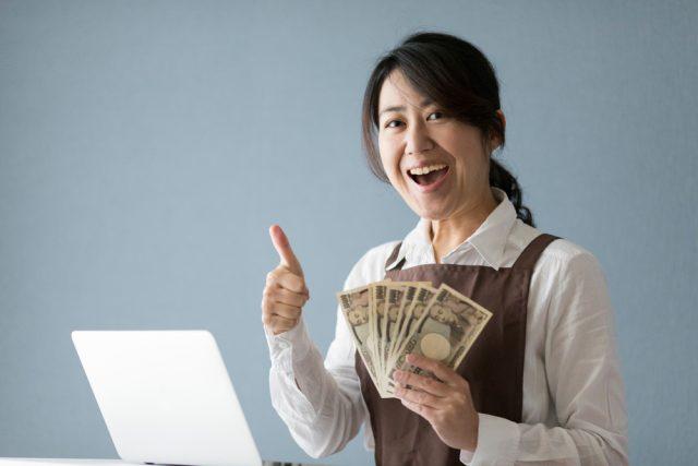 副業している人は実際にどんな仕事をして、どのくらい副収入を得ているの?