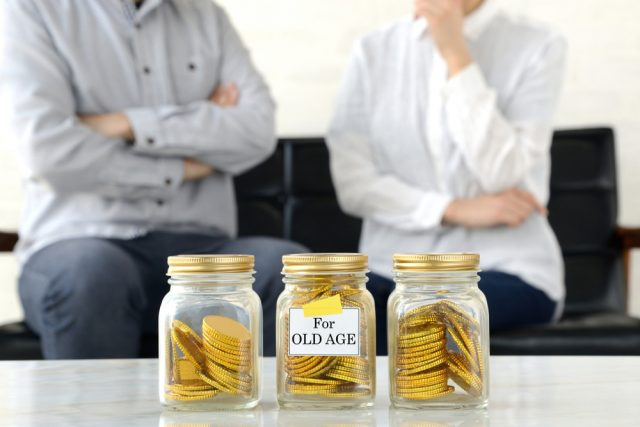 老後資金2000万円を貯められると思う人は3人に1人。みんなの平均貯金額はいくら?