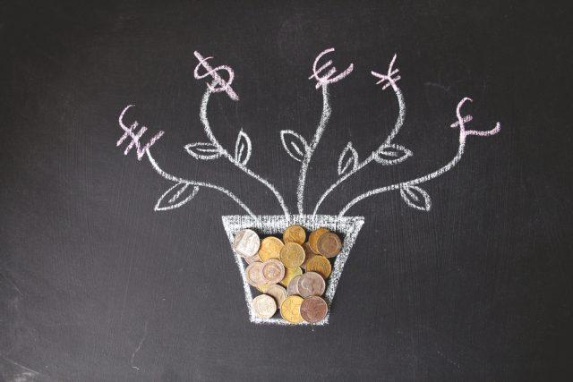 資産形成の選択肢として「外貨建て保険」ってどうなの? メリットとデメリットを解説