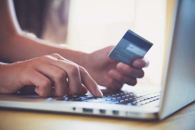 国民年金をクレジットで支払う、メリット&デメリットとは?