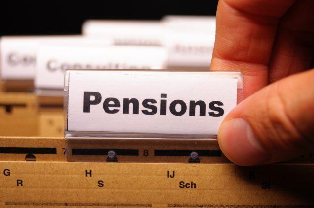 退職・転職したら確定拠出年金は解約(脱退)できるの?