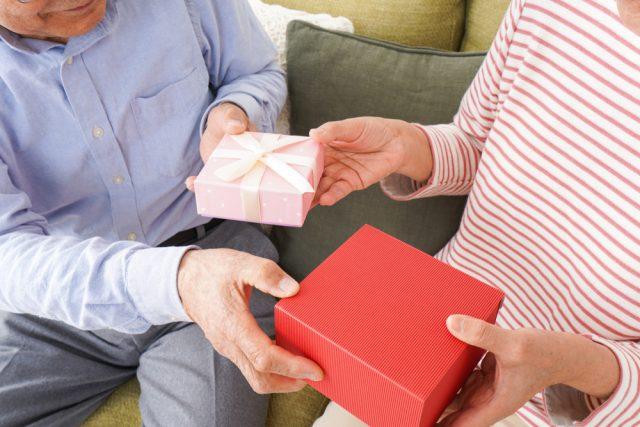 【いい夫婦の日調査】妻が年上の家庭は夫婦円満?夫婦間のプレゼント代は過去最高額に