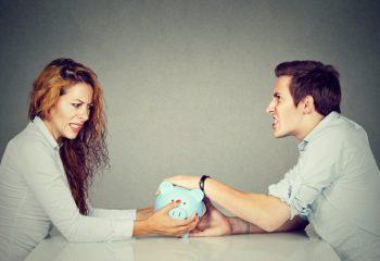 「離婚しても元夫の年金を半分受け取れる」って本当? 年金分割の仕組みと注意点