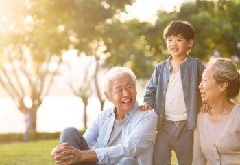 孫へお金を渡したいけれど、贈与税が不安。税金を抑えて贈る方法とは?