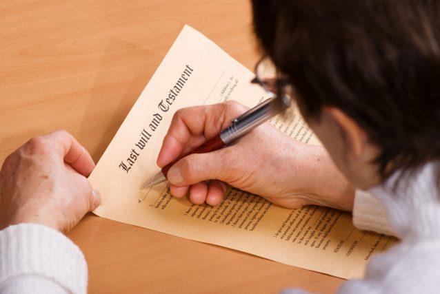 子どものいない夫婦が遺言書を書いておかなければならないワケ