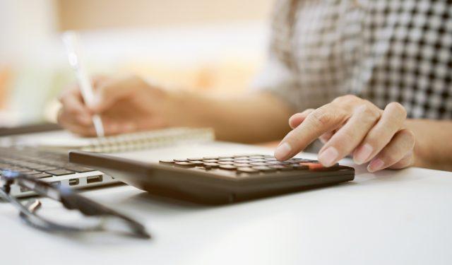 5:5である厚生年金の会社負担割合。保険料の計算方法を解説します