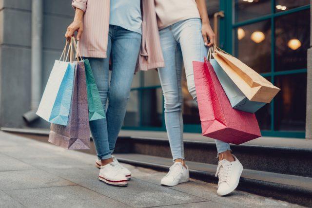 洋服にはどれくらいお金をかけていいもの? 平均購入予算と頻度について