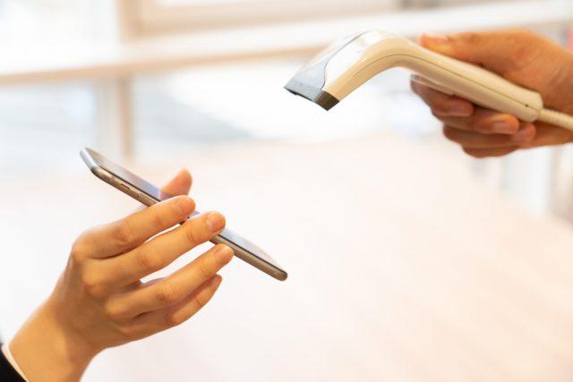 スマホ・モバイル決済の利用が昨年より倍増。女性は「ポイント還元」を重視!
