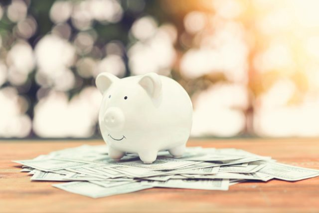 20代独身女性の6割が「生活が苦しい」ひと月の収入と支出のリアルとは