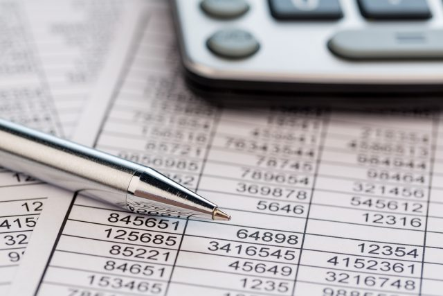 年収1000万円以上の人は、収入のうち何割を貯蓄に回しているのか?