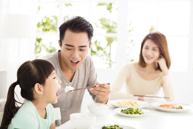 臨時休校で料理負担が増えた家庭が8割!一方で親子のコミュニケーションが増えたとの声も